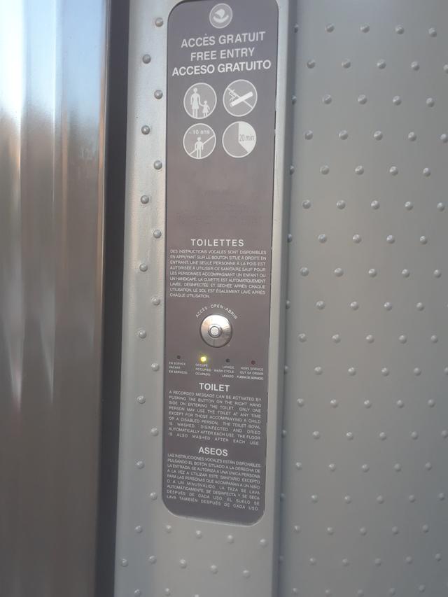 entry panel Paris toilette