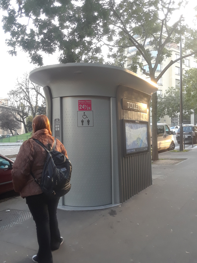 toilet paris france europs